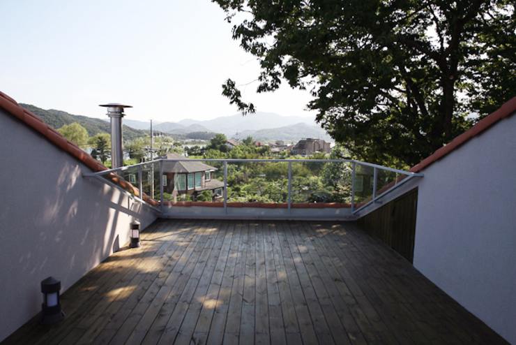 Modern Terrace by IDÉEAA _ 이데아키텍츠 Modern