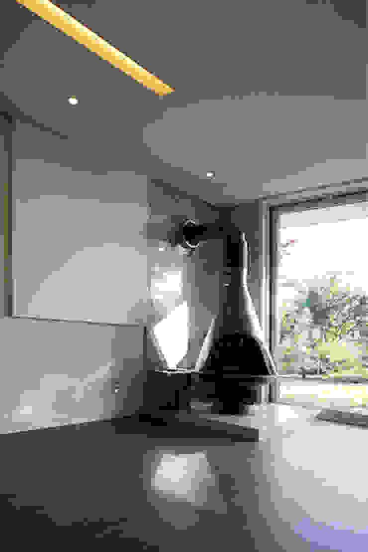 Modern Living Room by IDÉEAA _ 이데아키텍츠 Modern