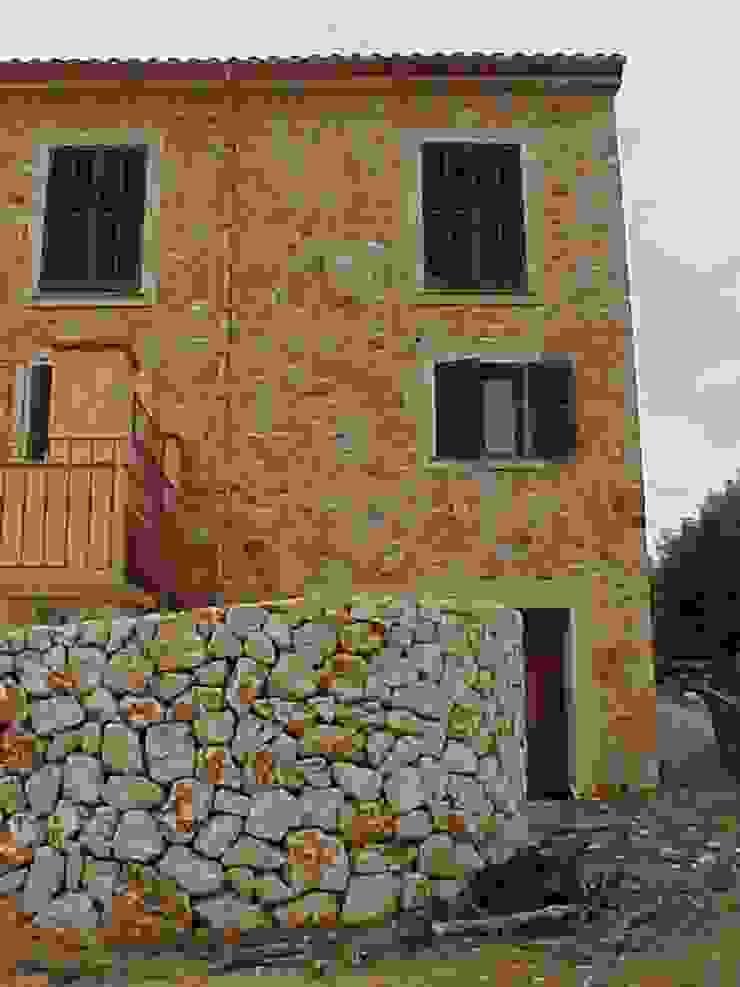 ABAD Y COTONER, S.L. Casas de estilo rústico Piedra
