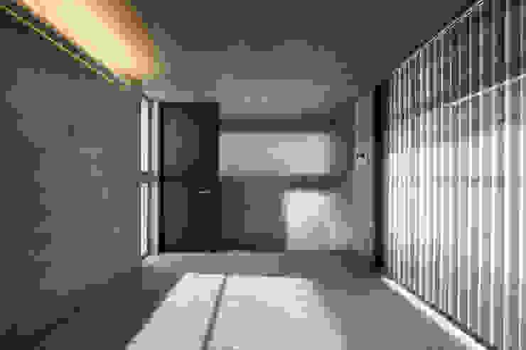 宮城のガレージハウス モダンスタイルの寝室 の 有限会社Kaデザイン モダン 石