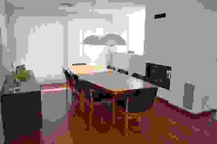 Vivienda Unifamiliar en Rubí Comedores de estilo moderno de SRS Arquitectura y Urbanismo SLP Moderno