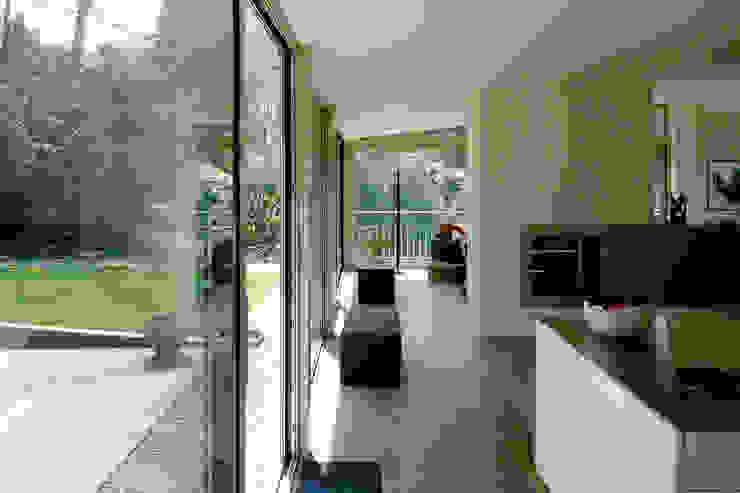 Verbouw woonhuis Kwakkenberg Nijmegen Moderne huizen van Van de Looi en Jacobs Architecten Modern