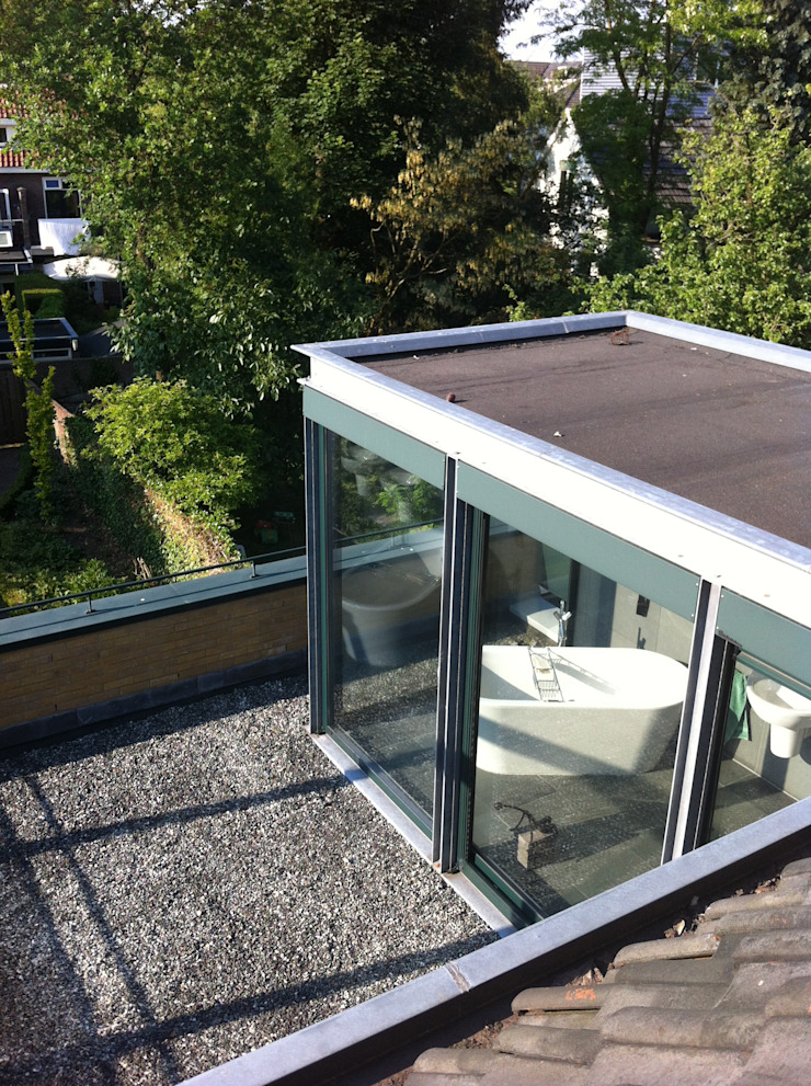 Badkamer als tuinkamer Moderne badkamers van Van de Looi en Jacobs Architecten Modern