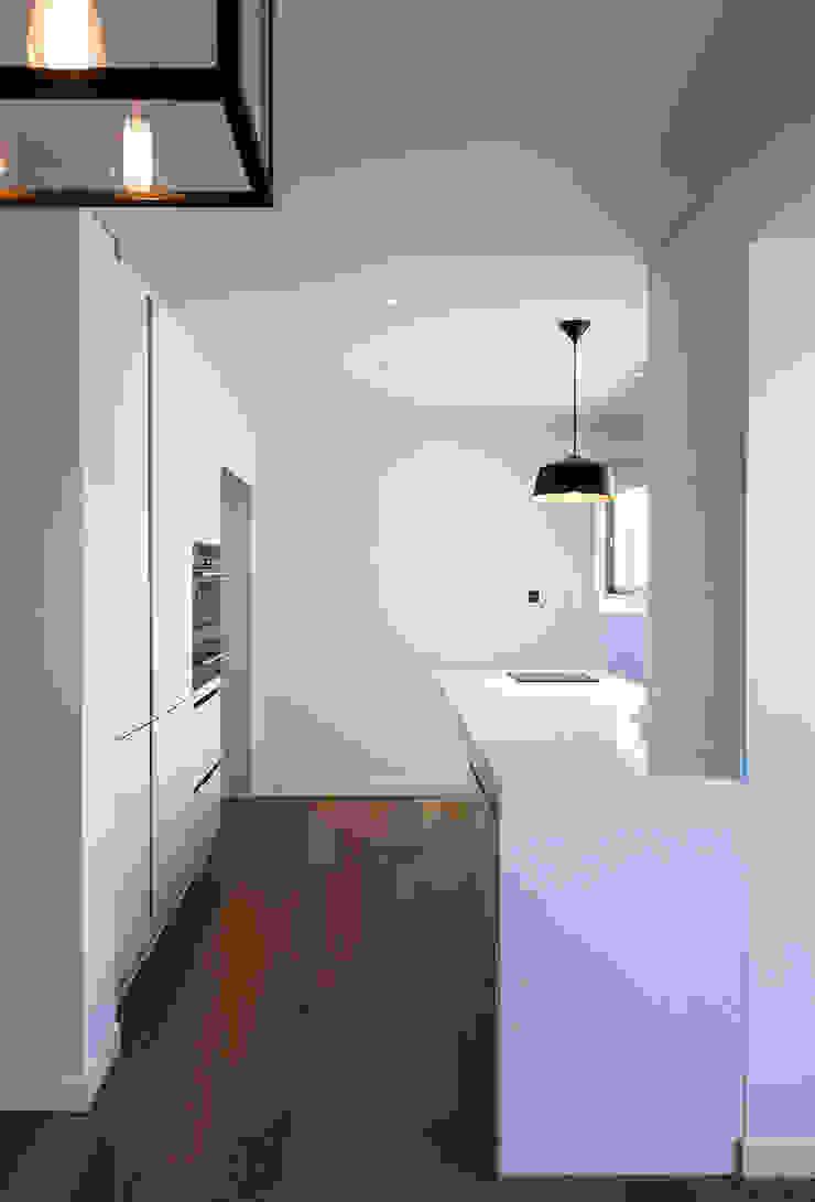 금속으로 표현한 '카페하우스' 모던스타일 다이닝 룸 by 디자인사무실 모던
