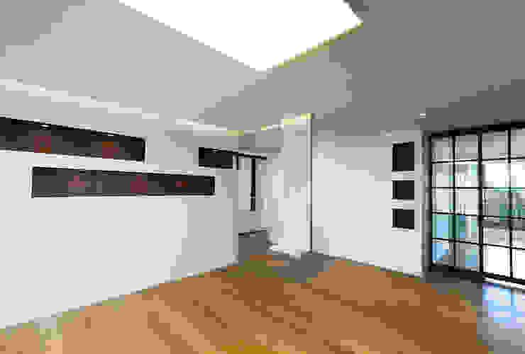 금속으로 표현한 '카페하우스' 모던스타일 거실 by 디자인사무실 모던