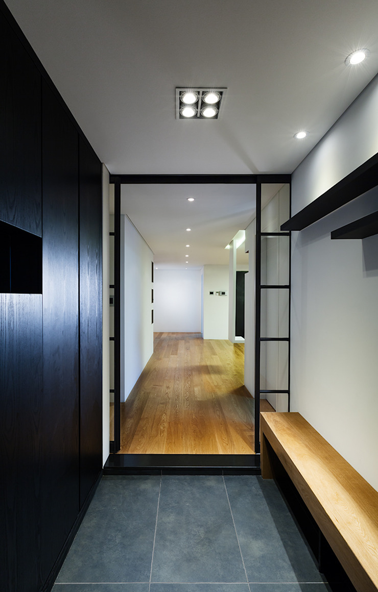 금속으로 표현한 '카페하우스' 모던스타일 복도, 현관 & 계단 by 디자인사무실 모던