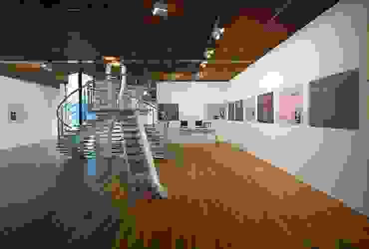 DNA by EeStairs® Moderne gangen, hallen & trappenhuizen van EeStairs | Stairs and balustrades Modern Hout Hout
