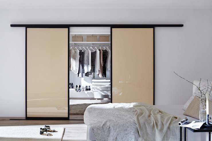 Dressing room by Elfa Deutschland GmbH, Modern Glass
