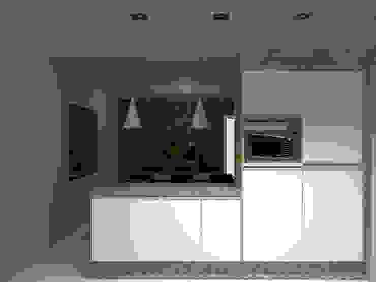 Cozinha integrada com a sala de estar por Innova Fatto Moderno
