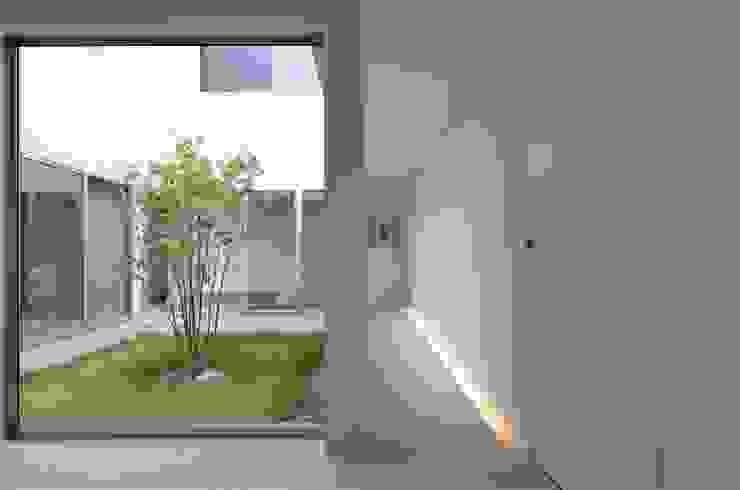 COUMA+house H モダンスタイルの 玄関&廊下&階段 の 吉村寿博建築設計事務所 モダン