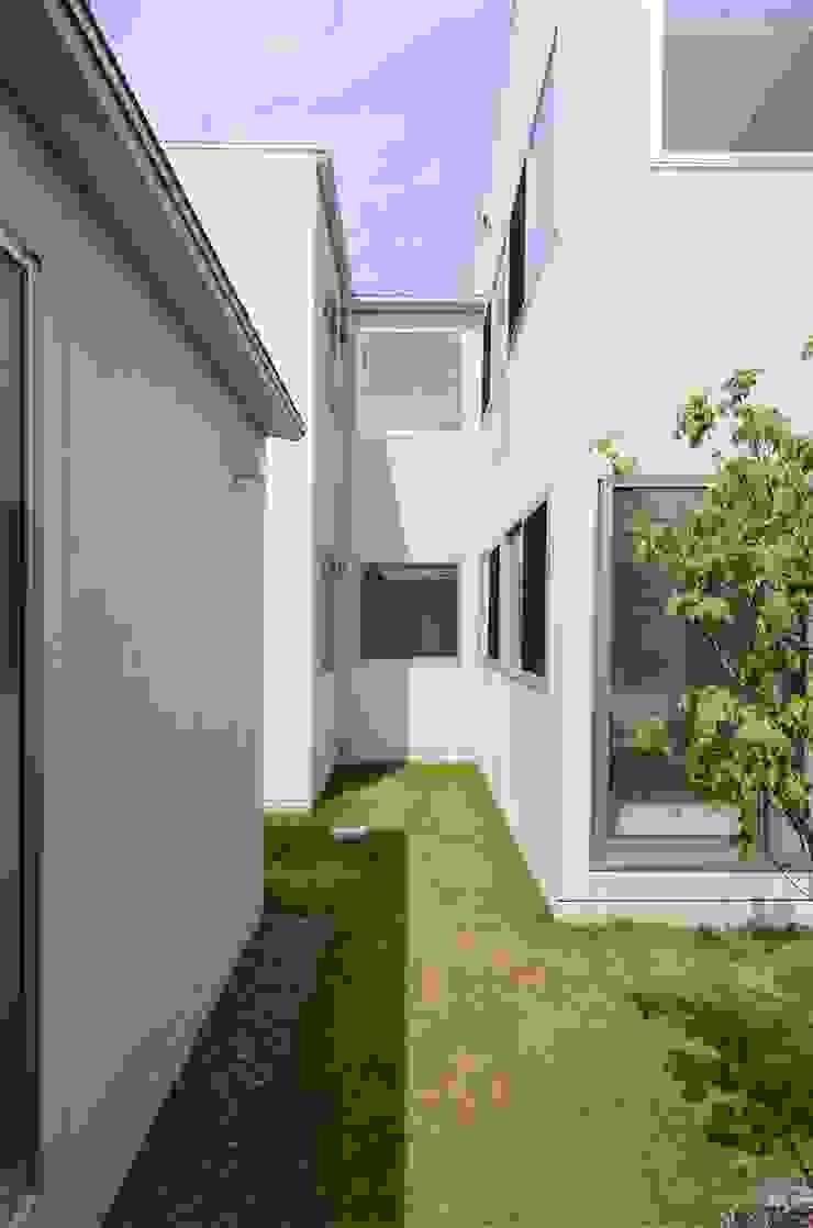 COUMA+house H モダンデザインの テラス の 吉村寿博建築設計事務所 モダン