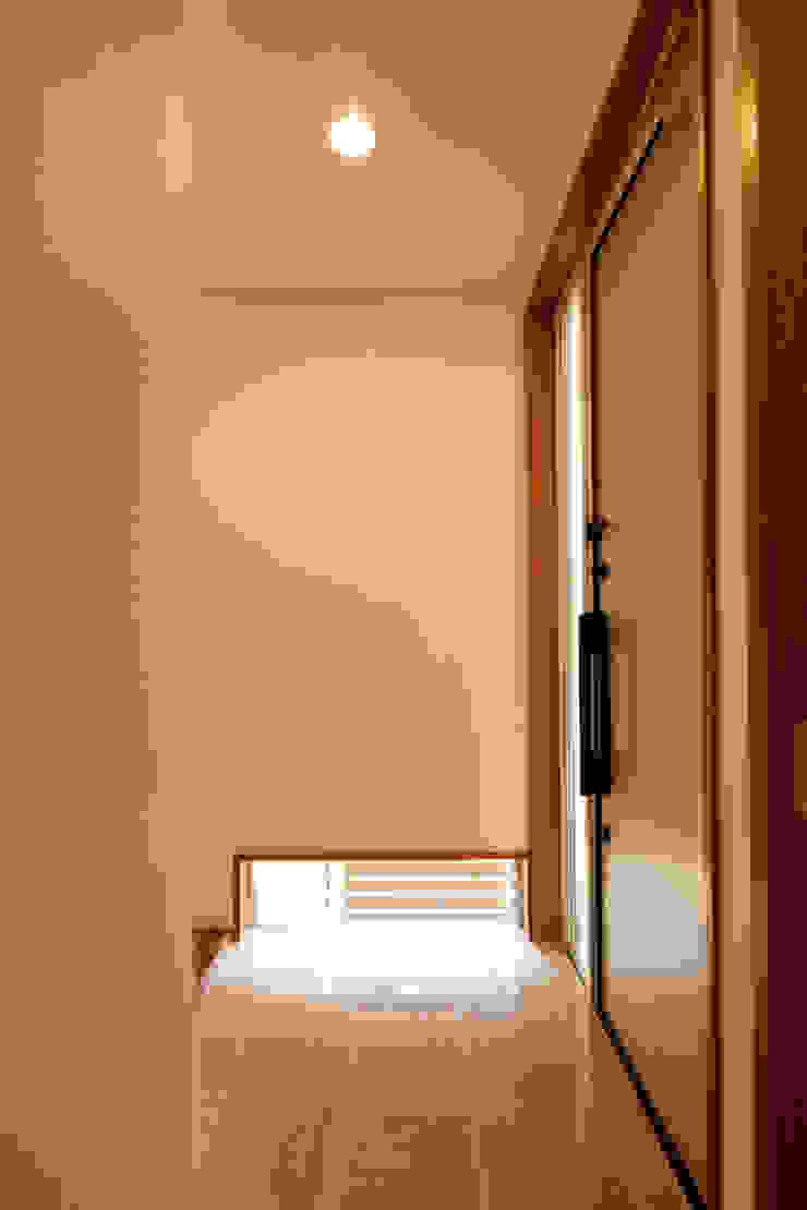 都島の家 モダンスタイルの 玄関&廊下&階段 の 一級建築士事務所 Eee works モダン