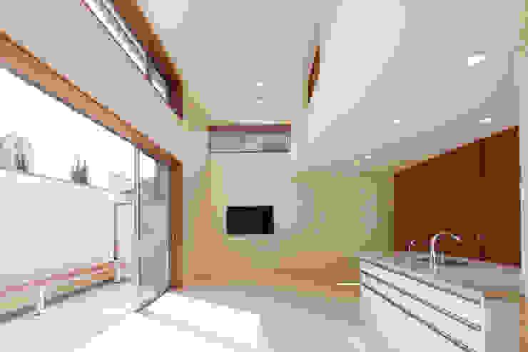 都島の家 モダンデザインの リビング の 一級建築士事務所 Eee works モダン