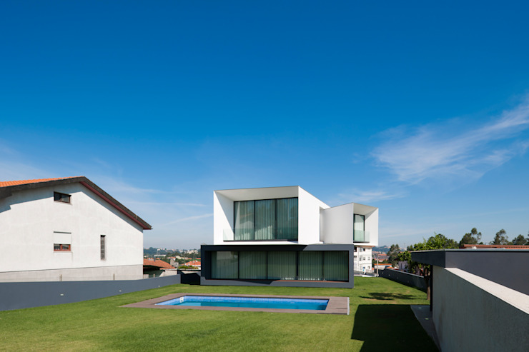 Minimalist house by Urban Core Minimalist