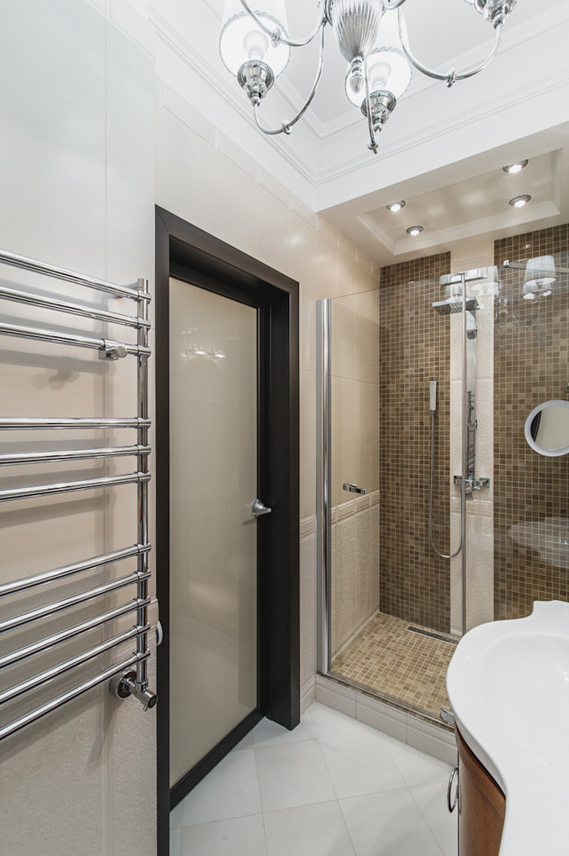 апартаменты в Ялте Ванная в классическом стиле от Дорогой Дом Классический