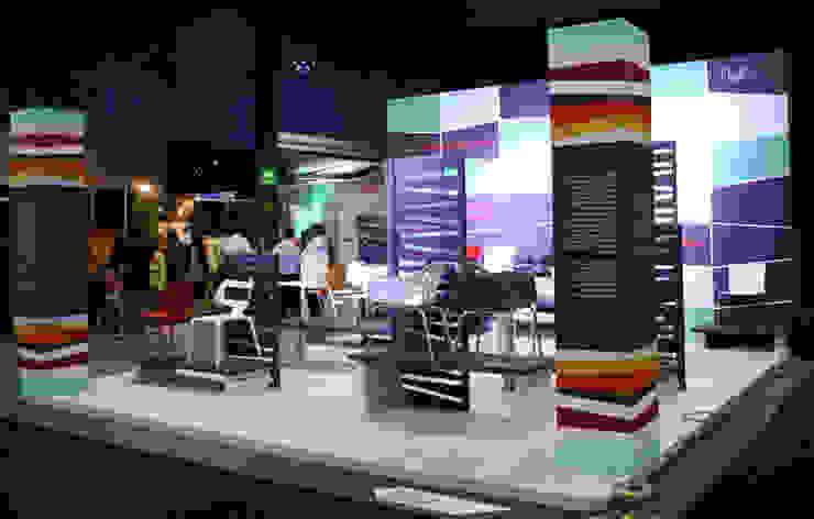 Casa Monte Carpatos- Boue Arquitectos Centros de exposiciones de estilo moderno de Boué Arquitectos Moderno