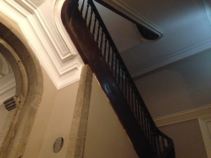 Piso 0 - Escadas Corredores, halls e escadas ecléticos por Teresa Pinto Ribeiro   Arquitectura & Interiores Eclético
