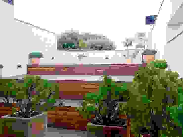 Vivienda Unifamiliar en Rubí Balcones y terrazas de estilo moderno de SRS Arquitectura y Urbanismo SLP Moderno