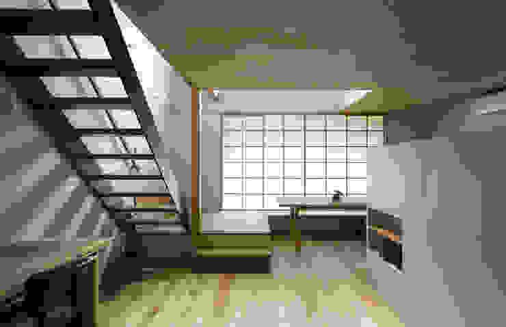 スバコ モダンデザインの リビング の 藤森大作建築設計事務所 モダン