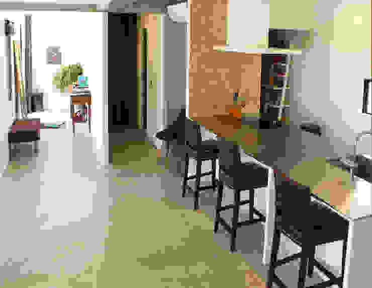 空間と質を兼ね備えたコンクリート住宅 モダンな キッチン の 株式会社Linewood モダン
