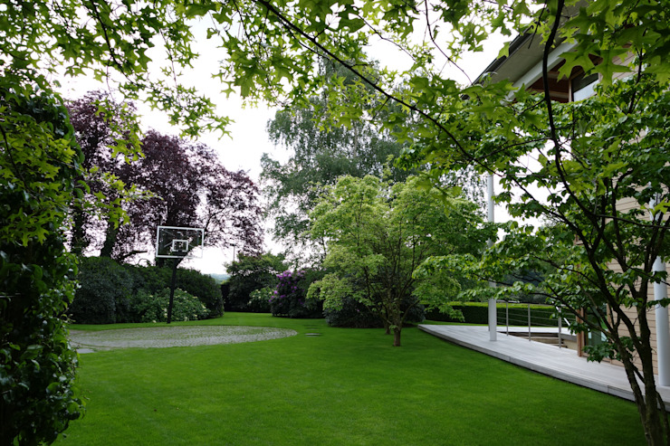 Minimalist style garden by MK2 international landscape architects Minimalist