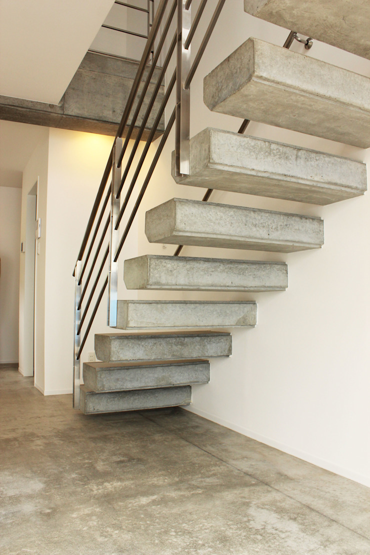 Modern Corridor, Hallway and Staircase by 株式会社Linewood Modern