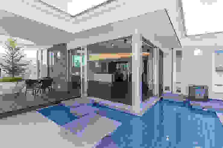 K HOUSE モダンスタイルの プール の 株式会社 t2・アーキテクトデザイン 一級建築士事務所 モダン 石