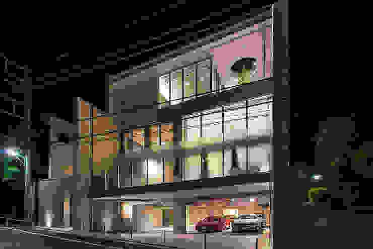 K HOUSE モダンな 家 の 株式会社 t2・アーキテクトデザイン 一級建築士事務所 モダン 石