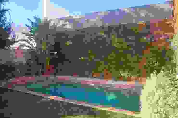 Jardines de estilo  por Brick Serveis d'Interiorisme S.L.