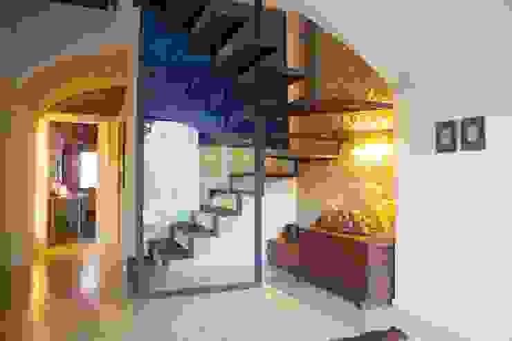 ทางเดินในเมดิเตอร์เรเนียนห้องโถงและบันได โดย Brick Serveis d'Interiorisme S.L. เมดิเตอร์เรเนียน
