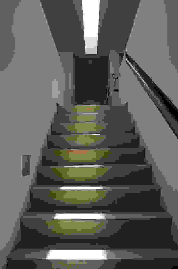 Woonhuis Bosch en Duin Moderne gangen, hallen & trappenhuizen van Maas Architecten Modern