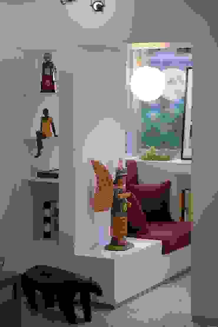 2 Pasillos, vestíbulos y escaleras de estilo minimalista de RRA Arquitectura Minimalista