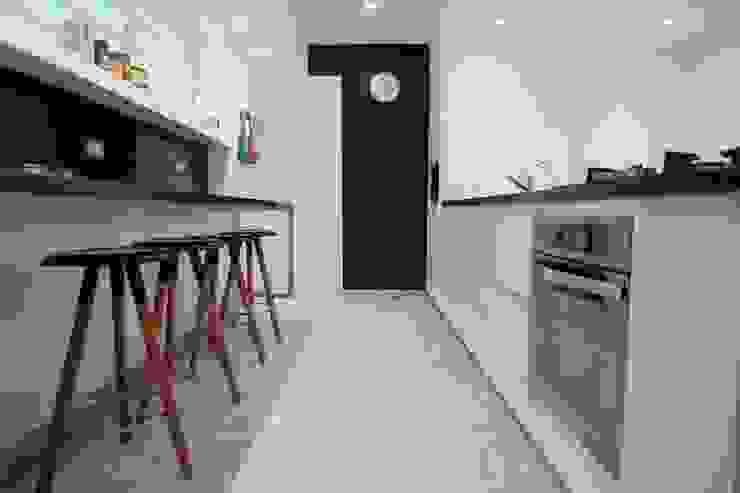 Minimalistische keukens van RRA Arquitectura Minimalistisch