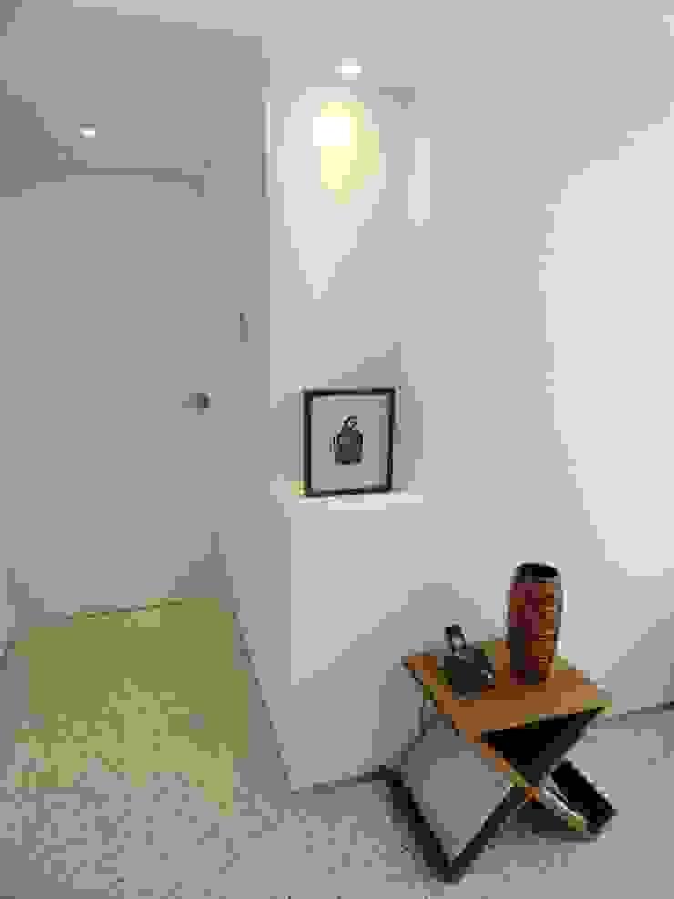 12 RRA Arquitectura Pasillos, vestíbulos y escaleras de estilo minimalista