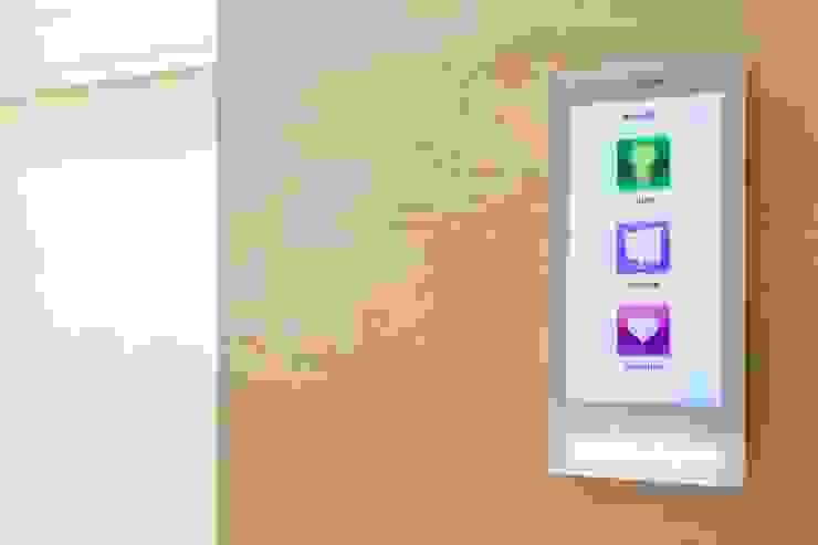 Panel sterujący oświetleniem LUTRON od Venturi Home Solutions Nowoczesny Szkło