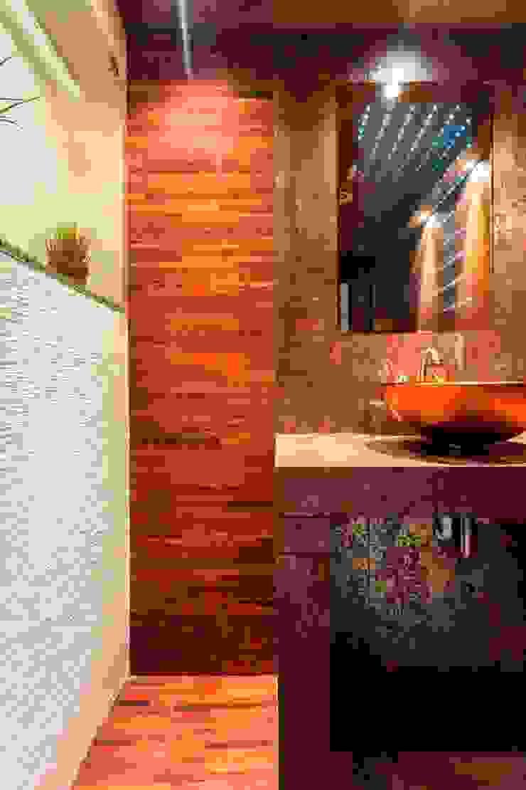 Toaleta i łazienka. Nowoczesna łazienka od Venturi Home Solutions Nowoczesny Drewno O efekcie drewna
