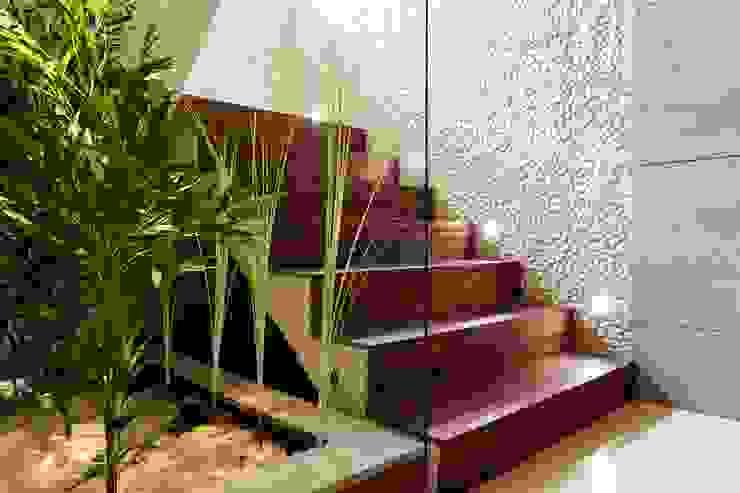 Klatka schodowa i fontanna Nowoczesny korytarz, przedpokój i schody od Venturi Home Solutions Nowoczesny