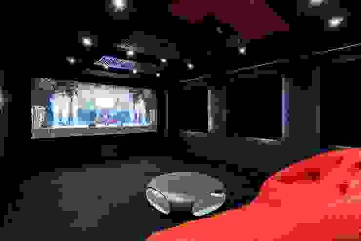 Sala kinowa: styl , w kategorii Pokój multimedialny zaprojektowany przez Venturi Home Solutions,