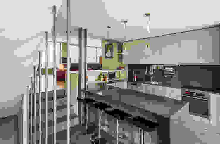 Casa DO_16 Cozinhas modernas por XYZ Arquitectos Associados Moderno