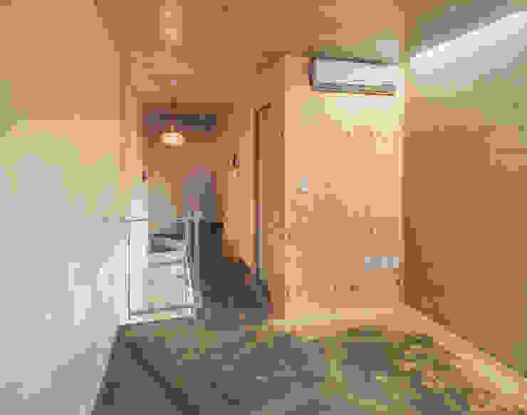 Woonam Urban Housing: Strakx associates 의  복도 & 현관,