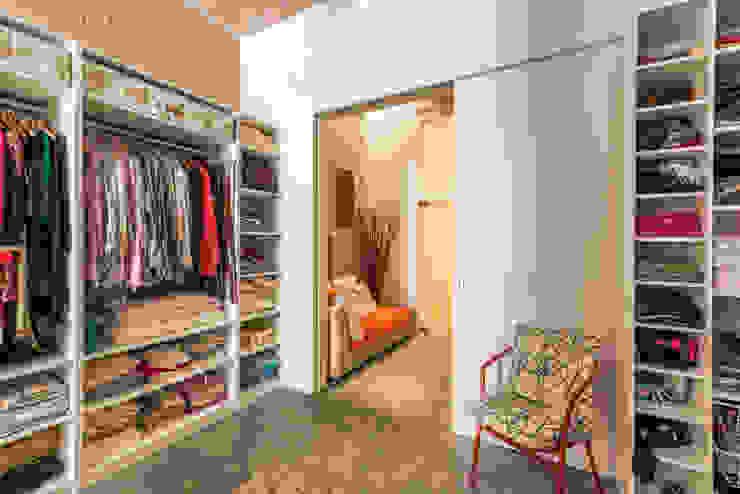 Vestidor | Reforma Loft Barcelona | Standal Closets de estilo moderno de homify Moderno