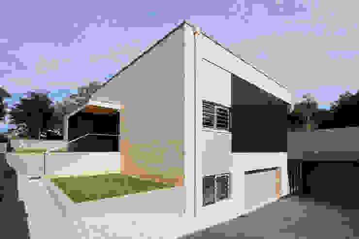 Casa AA_4 Casas modernas por XYZ Arquitectos Associados Moderno