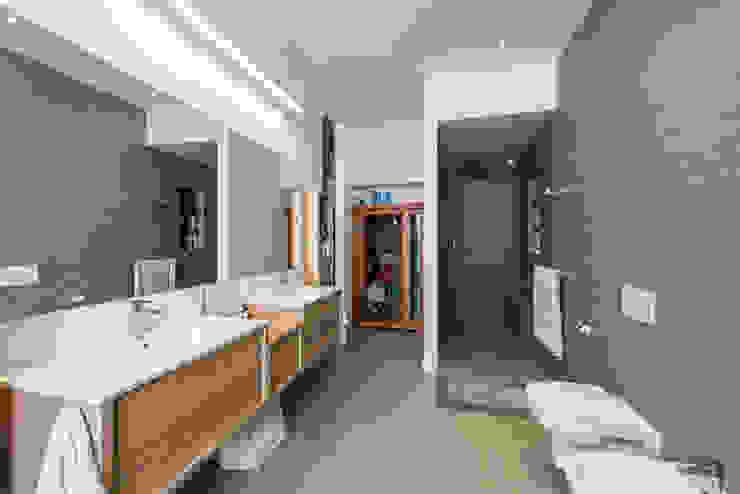 Baño Principal | Reforma Loft Barcelona | Standal Baños de estilo moderno de homify Moderno