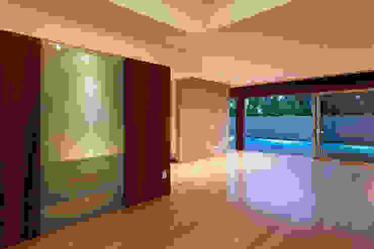 Projekty,  Salon zaprojektowane przez XYZ Arquitectos Associados, Nowoczesny