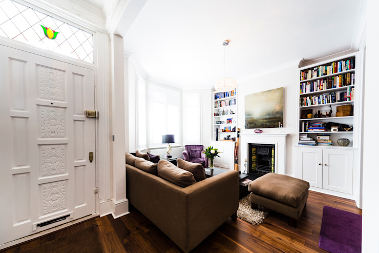 White Living Room with wooden floors, brown sofa, carpet and purple accents من Affleck Property Services حداثي
