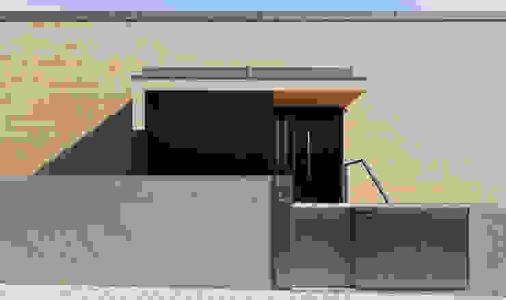 Casas de estilo moderno de XYZ Arquitectos Associados Moderno