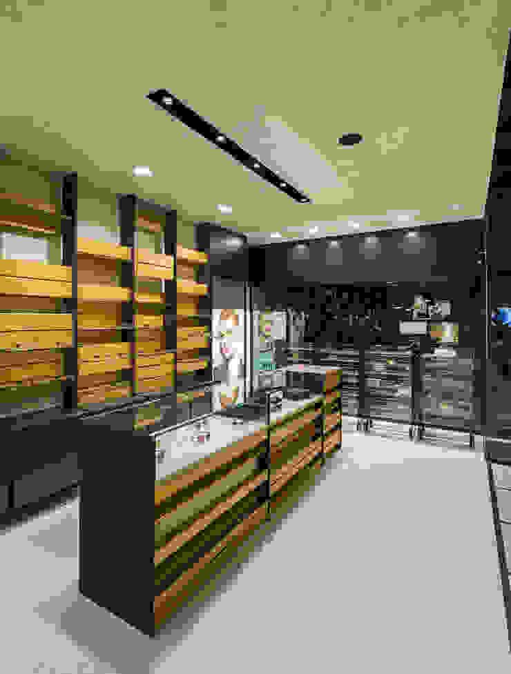 OMR_MTS2_7 Lojas e Espaços comerciais modernos por XYZ Arquitectos Associados Moderno