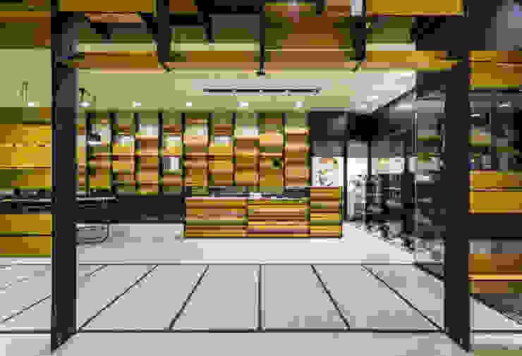 OMR_MTS2_11 Lojas e Espaços comerciais modernos por XYZ Arquitectos Associados Moderno