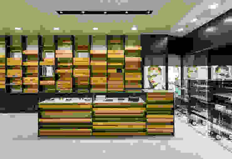 OMR_MTS2_12 Lojas e Espaços comerciais modernos por XYZ Arquitectos Associados Moderno