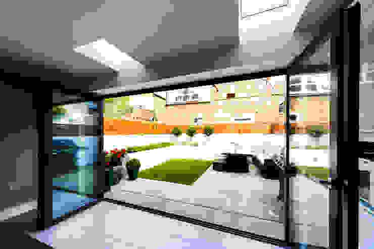 Black bifold doors leading to a garden من Affleck Property Services حداثي